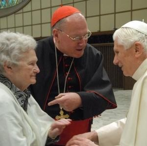 MAMMA-MIA-Timothy-Cardinal-Dolan-introduces-his-84-year-old-mother-Shirley-to-Pope-Benedict-XVI-also-84-yesterday-at-the-Vatican