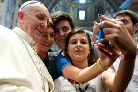 Pope-Francis-selfie